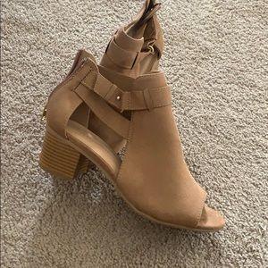 Short heeled sandal boots